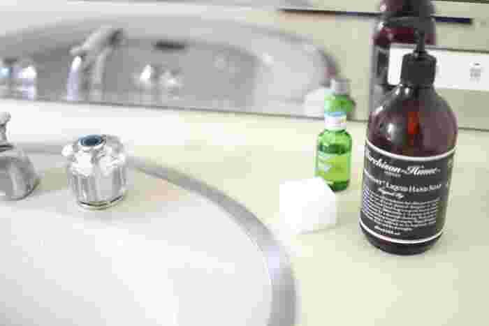 水周りを掃除すると、お家の中の淀んだ気が澄みわたってすっきりします。トイレや洗面所、キッチンなどの水回りが汚れている家は、心の状態もあまり良くないといわれています。  心の状態を健やかに保つためにも、こまめに水周りを掃除して、清々しさを保つように努力しましょう。