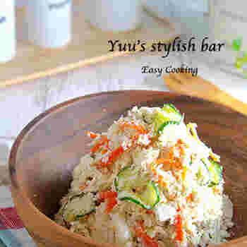 おからも、価格が安い食材のひとつ。しかも、食物繊維たっぷりで健康的な上に、食べ応えもあり、いろいろな使い方ができるのもうれしい点です。こちらは、ワンランクアップの美味しさのサラダ。お豆腐屋さん直伝だとか。