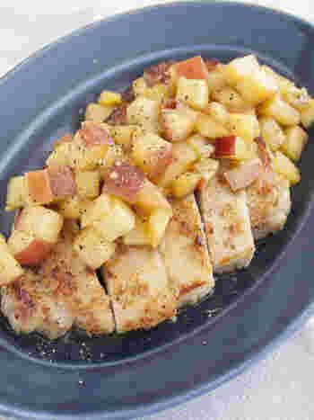 角切りリンゴを使ったレシピですが、お肉と一緒に頂くソースだからリメイクレシピでも応用できそう。 豚肉の油っこさをリンゴの風味が中和して、美味しいですよ!