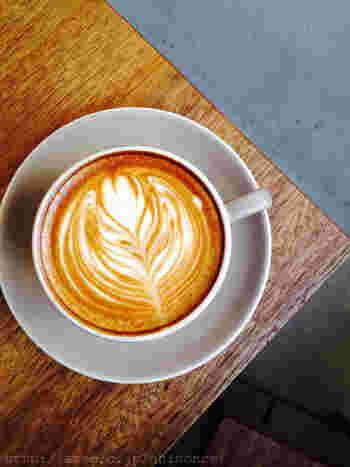 オーストラリアのコーヒーブランド「SingleO」の豆を使ったブラックコーヒーも美味しいですが、優しいミルクの甘さが際だつカフェラテもおすすめ。飲むのをためらってしまうほど美しいラテアートは見た目も美しく、疲れた体も癒されること間違いなし!