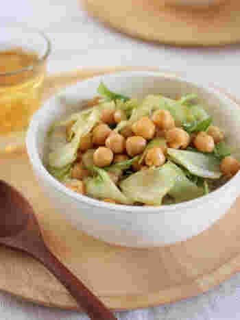 ホクホクした食感のひよこ豆にさっぱりレタスを合わせることで、食が進むレシピになりました。カレー風味なので、子どもも食べやすいひと品です。