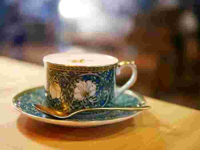 ホットドリンクは伊万里焼のカップでいただくことができます。コーヒーをはじめ、ほうじ茶ラテやプラナチャイなどのドリンクもあり、ゆったりとした時間を過ごしたい方におすすめのお店です。