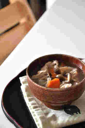 とっても簡単にできて、きのこのうまみを堪能できる塩きのこ。大活躍間違いなしの塩きのこを、お宅の常備菜のレシピに仲間入りさせてみませんか?