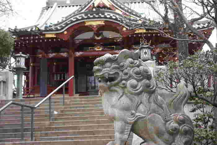 浅草駅から隅田川に沿って10分ほど歩くと見えてくる「待乳山聖天(まつちやましょうでん)」。駅前から少し離れた落ち着いた雰囲気のお寺です。