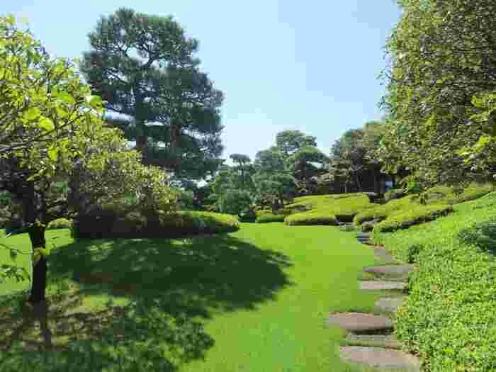 東京メトロ南北線。都営三田線の白金台2番出口より徒歩約1分。JR品川駅高輪口からシャトルバスもあり、アクセスの良い、美しい庭園が自慢の結婚式場「八芳園」。