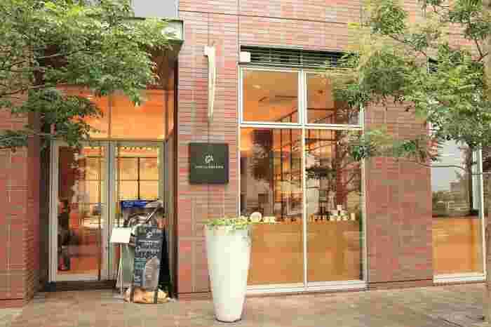 赤レンガ造りが素敵な「バニラビーンズ」。最近話題のBEAN TO BARの専門店です。