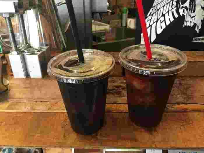 実は、メニューがありません。ホットかアイスか選んだら、あとはマスターに好みの味を伝えるだけ。お店には常時数種類の豆が揃っていて、好みに合った味を提案してもらえます。挽きたての豆で淹れたコーヒーの香りは格別。夏はごくごく飲めるアイスコーヒーがたまりません。