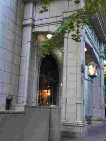 趣きのある建物は、おさんぽ途中でふらりと寄ってみたいスポットのひとつ。本を借りなくても、建物を眺めているだけで落ち着きますよ。