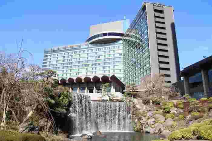 千代田区紀尾井町にあるホテルニューオータニは前回東京オリンピックがあった1962年に開業。赤坂見附、永田町から徒歩約3分、少し歩くとJR麴町の駅もありメトロ、JRとアクセス方法が沢山あり便利な立地です。