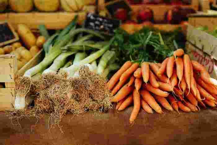 スーパーで野菜を買いに行く時は、鮮度や美味しさが気になる所。やはり家族や自分の為に料理をするなら、野菜本来の味わいが楽しめて、尚且つ安心安全な品質の物を選びたいですよね。