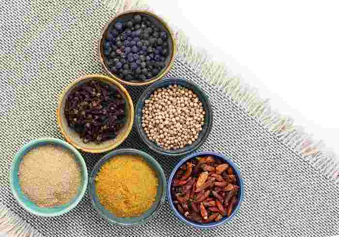 特別な食材を用意しなくても、エスニック調味料があればいつもの料理が新鮮な味に生まれ変わります。使っていない調味料がキッチンにあるなら、ぜひいろいろなメニューに活用してみて下さいね♪