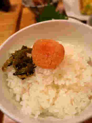 御膳には、無着色の辛子明太子・羽釜炊きご飯・味噌汁・香物が付いています。博多の美味しい明太子と一緒にこだわりのごはんを堪能しましょう!