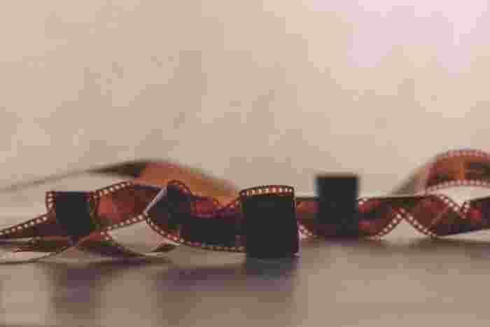 今記事では、フィルムカメラの基本から、おすすめのフィルムカメラ、フィルム写真の作例など、フィルムカメラの魅力についてご紹介します。