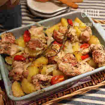 魚焼きグリルで使用可能な耐熱皿を使えば、こんな美味しそうな鶏もも肉とジャガイモのグリルも簡単に作れます!お肉の絶妙な焦げ目も美味しくいただけます。  魚焼きグリルに入れて完成を待つ間にサラダを作ればおもてなしの準備もあっという間にできちゃいますね。