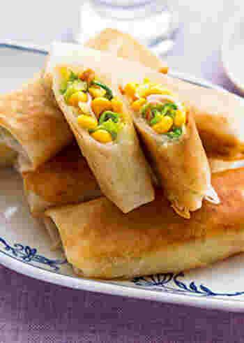 シャキシャキコーンとキャベツの食感が楽しいヘルシーでおいしい野菜の春巻きは、お弁当やおやつにも最適です。