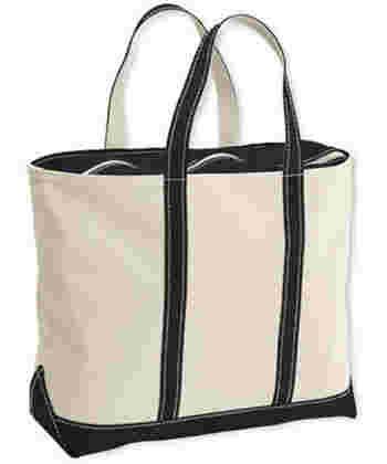 LLビーンのトートバッグは元々、重たい氷を運ぶために作られた為、丈夫なキャンバス生地が特徴です。一番ベーシックなのが、ボード・アンド・トート・バッグと呼ばれるキャンバス地に底と持ち手にカラーリングされたタイプです。