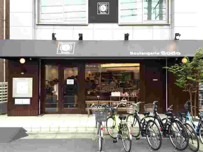 予約してから半年待たないと購入できないという、「世田谷食パン」が有名なお店。どのパンもレベルが高く、このお店だけを目当てに松陰神社前に訪れる人も多いのだとか。