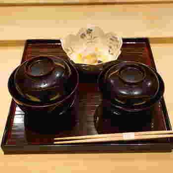 ご飯・止め椀(味噌汁)・香の物(漬物)を合わせて食事と言います。 ここからはお酒を飲むのをいったんやめ、味噌汁・ご飯・漬物の順番で、バランスよく食べていきましょう。