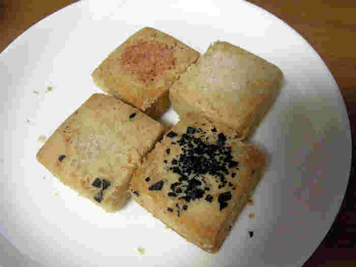 手土産におすすめしたいのが、「塩クッキー」です。バターを使わないショートブレッドタイプのクッキーには4種類の塩が使われており、塩の旨味と生地の甘味が最大限生かされているシンプルながら大変美味しいクッキーです。他の焼き菓子や、お塩のボトルと一緒に、おしゃれな手土産としておすすめですよ。