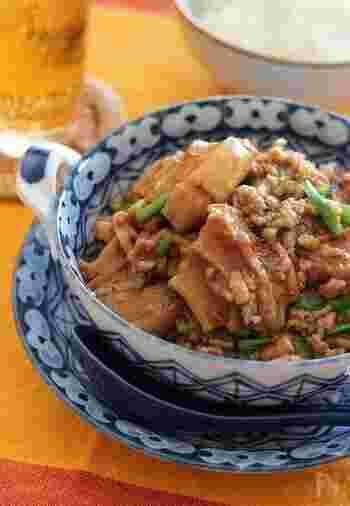 こちらは中華の人気料理「麻婆豆腐」を、車麩で美味しくアレンジしたユニークな一品です。中華料理の調味料・甜麵醬(テンメンジャン)が無い場合には、赤味噌でも代用可能。おうちにある身近な食材で、簡単に本格的な中華料理が作れますよ。