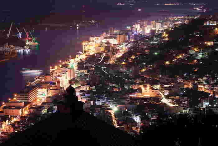 浄土寺山からの尾道の夕景。浄土寺展望台から望む景色は尾道を代表するものとなっています。ロマンチックなので、夜デートで訪れるのも素敵。