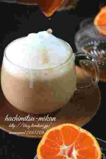 普段作るカフェラテにも、はちみつを入れて喉をケアしてみませんか?お好みではちみつに合うみかんの果汁も入れて、季節感を楽しむのもおすすめです。