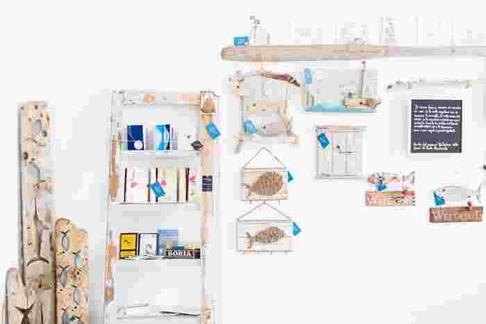 ちょっとした小物から本格的な家具まで、自分好みにお部屋を作れるDIY。小さなものなら重たい材料を家まで運んでくる必要もなく、最近ではホームセンターで木材をカットしてくれるサービスもあります。センスを生かして素敵なお部屋をつくりましょう。
