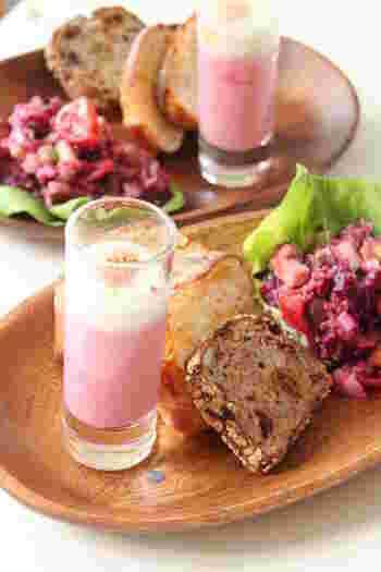 朝食はもちろん、パーティーなどにもおすすめの美しいエッグスラット。ビーツのピンク色が愛らしい♪ショットグラスに入れて、ワンプレートにするのもおしゃれです。