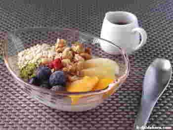 近頃人気のココナッツミルクからもヨーグルトを作ることができます。ミネラルや食物繊維が豊富なココナッツミルクなら美容面でのメリットもさらに期待できますね。