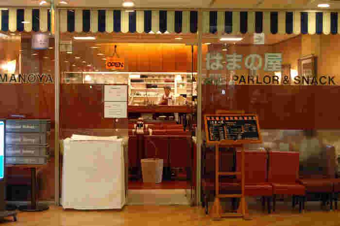 懐かしさを感じる日本の喫茶文化とその歴史を受け継いでいる「はまの屋パーラー」。45年続いていた人気の名店「はまの屋」のレシピと技と心を引き継いで再びオープンしました。人気のサンドイッチやハンドドリップコーヒー、ジンジャーエールやクリームソーダなどの昔ながらのメニューがうれしいお店です。
