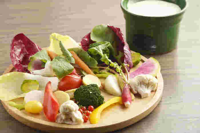 そこで今回は、都内にある野菜をたくさん使った、ヘルシーなランチを提供しているお店をご紹介していきます。ヘルシー志向の方はもちろん、普段忙しくて食事に気を遣えていない方も、体内をリセットする意味でおすすめですよ。