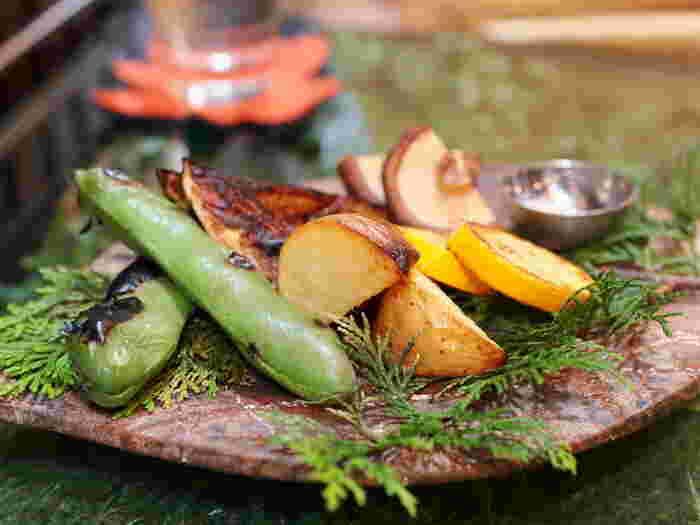 窯焼き野菜の盛り合わせは、その時々の旬の野菜の美味しさを存分に楽しめると女性だけでなく男性にも人気のメニューです。