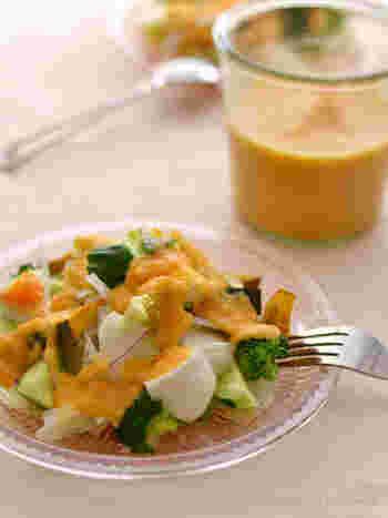 にんじん、トマト、玉ねぎをふんだんに使った、とろみのあるドレッシングです。野菜不足解消に大助かり!