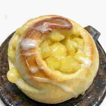 甘く煮たりんごはそれだけでも美味しいものですが、パンの中に入っているとより美味しく感じるから不思議です。