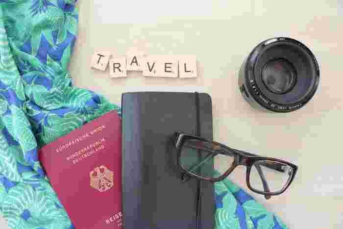 お気に入りのパスポートケースにパスポートを入れれば、持ち歩くのももっと楽しくなるでしょう。ぜひ使いやすいものを見つけて、スマートな旅を楽しんでください。または、旅行好きな方にパスポートケースをプレゼントするのも良いですね♪
