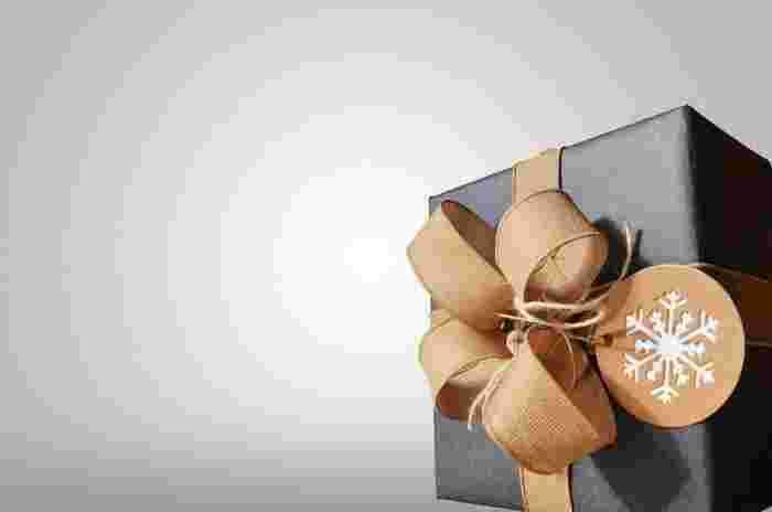 太目のリボンをダブル結びに。存在感たっぷりな贈り物になりますよ♪