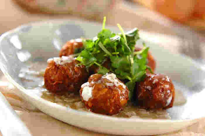 畑の肉、と言えば豆ですね。合い引き肉に荒くマッシュした水煮大豆を加えてミートボールにしています。かさ増しだけでなく、豆の栄養がプラスされてダイエットなどにはぴったりな一品になっています。美味しくヘルシーって、とてもお得なことですね。