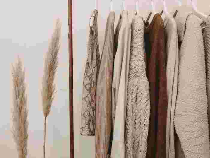 せっかく人気の洋服を買ったのに、タグ付きでクローゼットに入ったまま。そして、気づけば次の一着が欲しくなって…。  そのように、後々になって考えると「本当に買って良かったのかな・・?」と疑問符が付くようなお買い物をしてしまったこと、ありませんか。