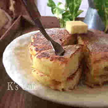 あまりがちな無調整豆乳をふんわりパンケーキにイン♪おからを使えば糖質も抑えられます。