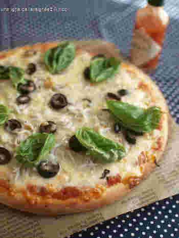 とろ〜りチーズとしらすの塩味がとってもいい感じの「釜揚げしらすピザ」。集いが多いこの季節は自家製ピザでおもてなしも◎ですね。