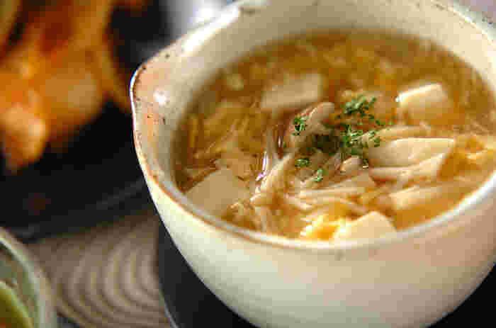 スープだけでは物足りない時に、ささ身や豆腐も入れてしっかりたんぱく質を摂りましょう。ささ身は脂肪分が少ない分、調理の仕方によってはパサパサしますが、ふんわり卵と片栗粉でついたとろみのスープがささ身の食感を柔らかくしてくれます。