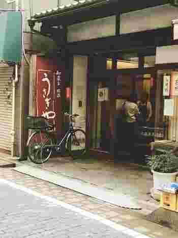 子どもの頃から知っている近所の和菓子屋さん。自分にとっては新鮮味があまりないかもしれません。ですが、長年にわたって地域の人々に愛されているだけあって、そのおいしさは折り紙付き。