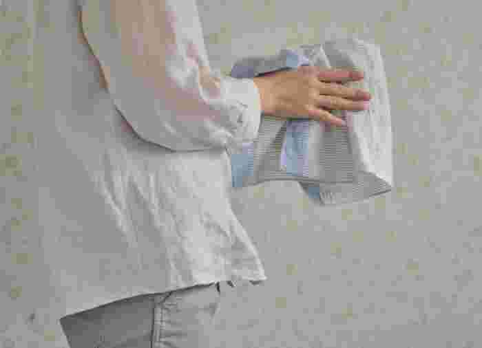 どこか優し気で、洗いざらしを無造作に畳んでポケットに入れてもサマになる「motta」のハンカチ。 みなさんにとってのパートナー。お気に入りの1枚を見つけてみませんか!