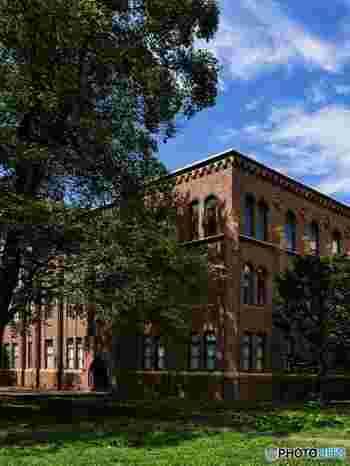 北海道大学の中にある無料の博物館「北海道大学総合博物館」は、元々は旧理学部本館の建物で1929年に建てられました。モダンゴシックの建物は、新時代の到来を象徴していたと言われます。