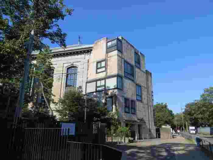 一方、ウエストサイドエリアには、「上野動物園」と「東京都美術館」の2つの人気施設があるものの、東側と比較して概ね人が少なく、散策向き。一人や少人数で、ゆったりと過ごすのにお勧めのエリアです。 【ウエストサイドのお勧め立ち寄りスポット「国立国会図書館国際子ども図書館」】