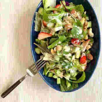 豆乳やマヨネーズをベースにしたクリーミーなドレッシングにトリュフ塩をプラスすると、野菜がいくらでも食べられちゃうドレッシングになります。