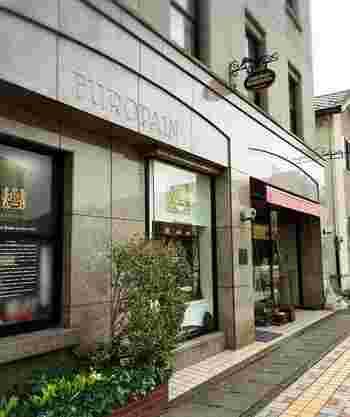 「眼鏡堅麺麭」を生み出したのは、鯖江にある老舗ベーカリー【ヨーロッパン キムラヤ】。地元で長く愛されるお店で、他にも美味しいパンがたくさんあります。パン好きならぜひ立ち寄りたいパン屋さんです。