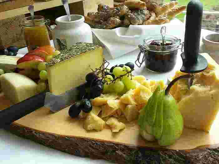 食べ合わせの良いフルーツやナッツと盛り合わせれば、素敵なおつまみに。