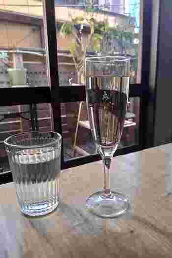 スパークリングワインやサングリア、ホットワインなど、女性好みのお酒もたくさん揃っています。