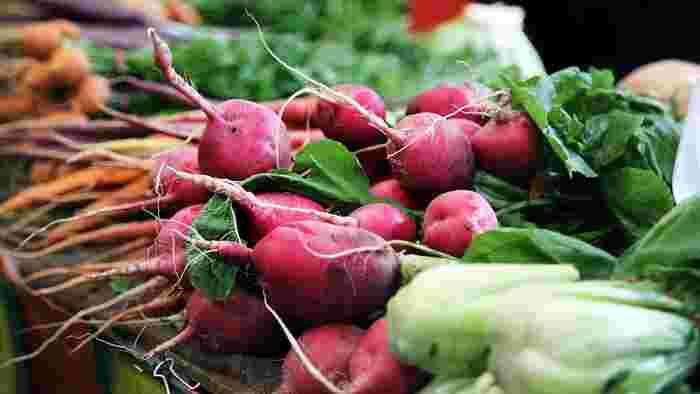 旬の食材には栄養が沢山詰まっています。特に冬野菜にはβ-カロテンやビタミンC・Eが多く含まれ、血行を良くして体を温め、免疫力アップや冷え性改善などにとても有効だそう。寒い季節の体調管理で一番気になる「風邪」と「冷え」にオススメの冬野菜をご紹介します。